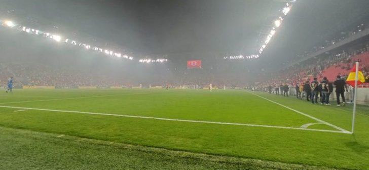 Binada çıkan yangın, Süper Lig maçını etkiledi